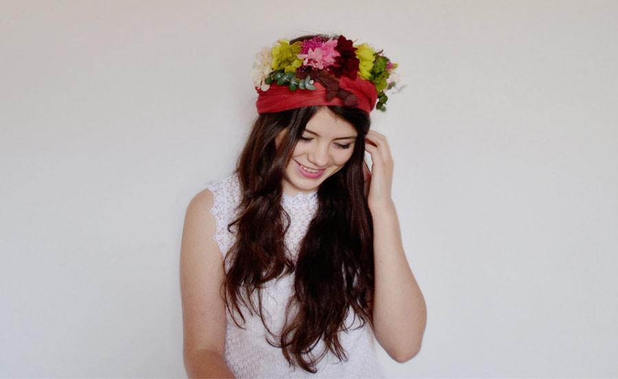 Lleva una corona de flores de la Tiara de María este verano